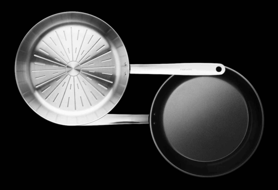 Kuchynský riad s keramickým povrchom a bez neho – v čom je rozdiel?