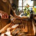 Súprava Functional Form bambusový lopárik na krájanie chleba a nôž